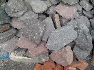 Tumpukan batu kewal