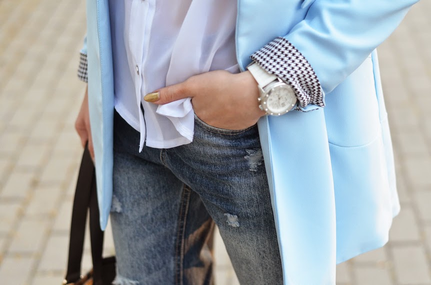 BABY BLUE BLAZER, WHITE SHIRT, BOYFRIEND RIPPED JEANS & WHITE POINTED WEDGES
