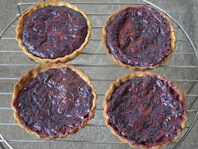Black rice pudding tartlets