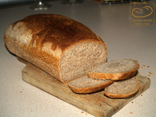 Chleb orkiszowo-pszenno-żytni na zakwasie