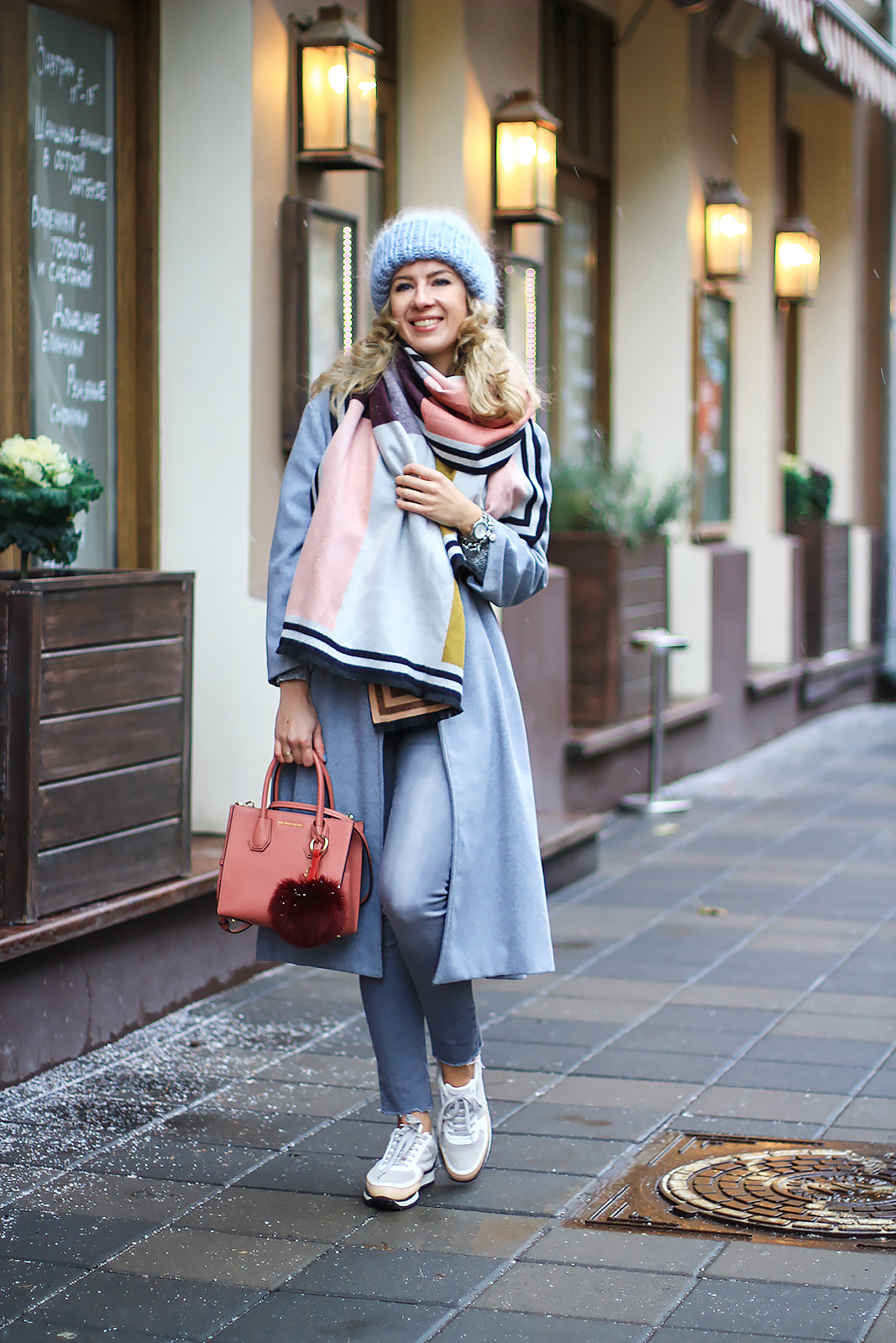 margarita_maslova_color_block_grey_oversize_coat_bini_hat_sneackers_zara
