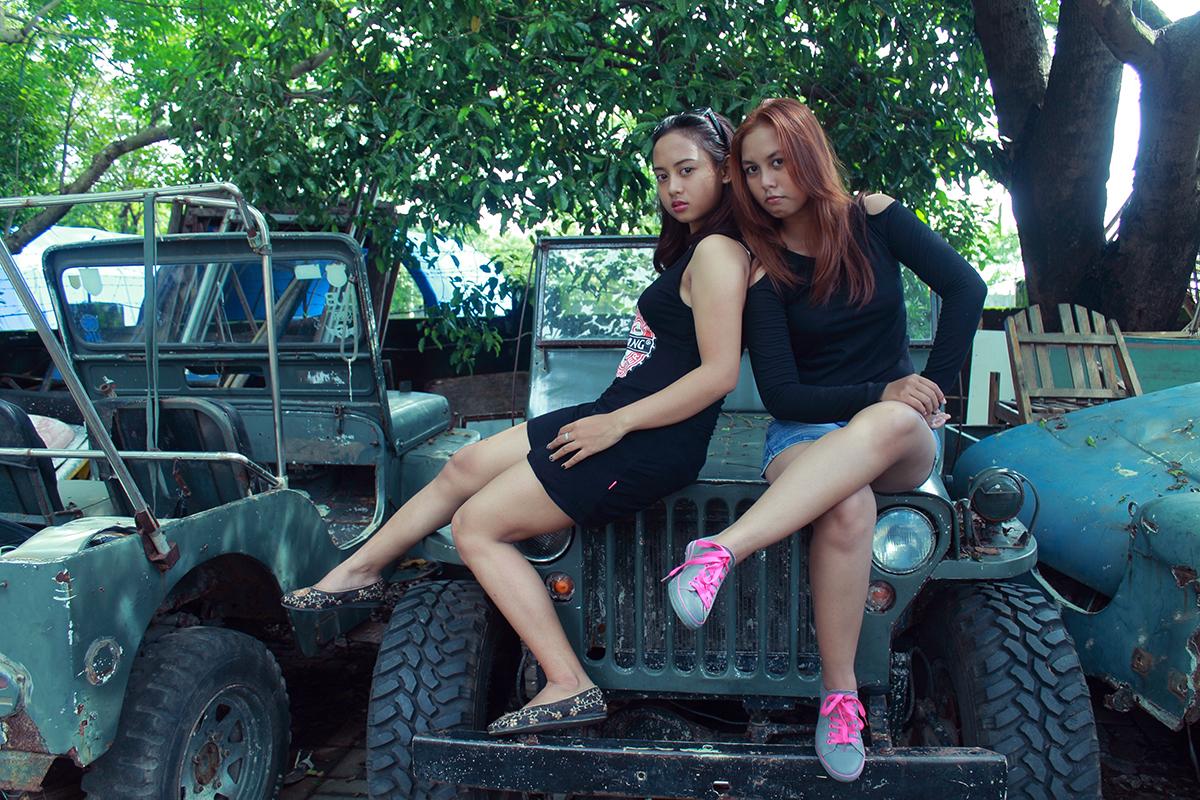 Jasa hunting Foto model gratis Makassar di atas Jeep Tanjung Bunga