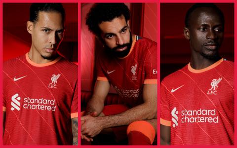 صلاح ومانى وفان دايك بقميص ليفربول الجديد للموسم 2022