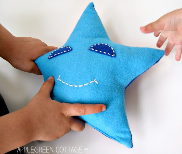 free beginner sewing pattern for star pillow