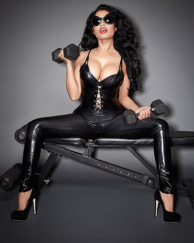 More-Sexy-Photos-From-Nicki-Minaj's-2015-calendar
