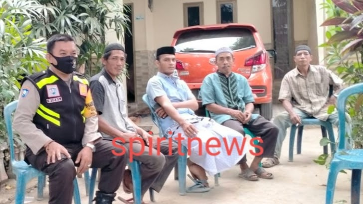 Bhabinkamtibmas aksi peduli dengan  melayat Ke Rumah Duka Purnawiran TNI