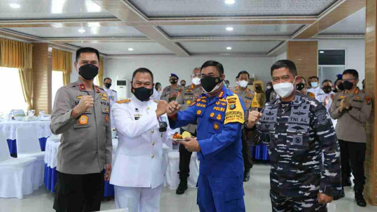 Waka Polda Sumut Berikan Kejutan di Hari Jadi TNI AL ke 76 di Mako Lantamal I Belawan