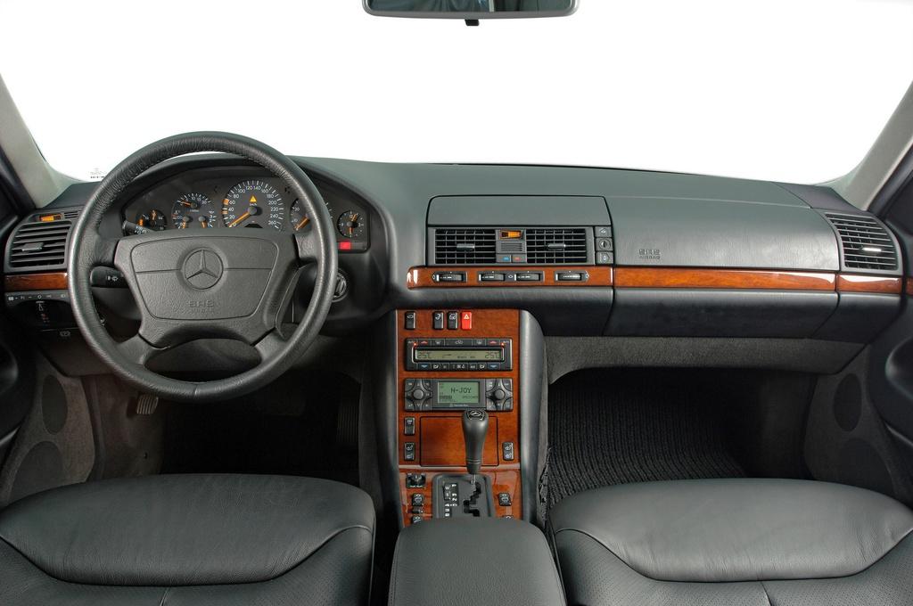 Mercedes E-Class 2021 sẽ nhắc người lái không rời tay khỏi vô lăng