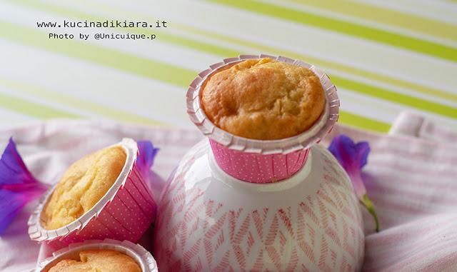 Muffin con mango, yogurt greco e cocco