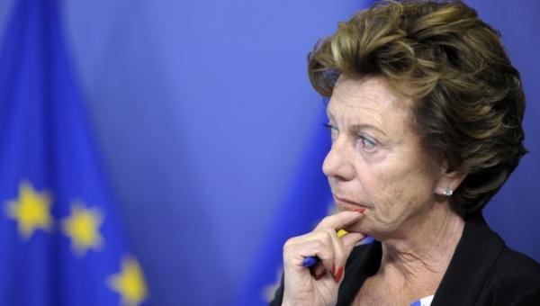 Excomisaria de la UE justifica como descuido aparecer en una sociedad offshore
