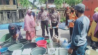 Satlantas Polres Jeneponto Bagikan 10000 Liter Air Bersih di Desa Bontosunggu