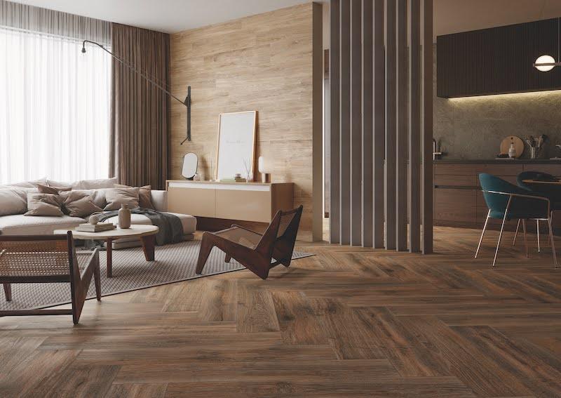 Pavimento cerámico imitación madera.