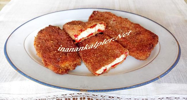 Peynirli Közlenmiş Kırmızı Biber Kızartması Sunumu