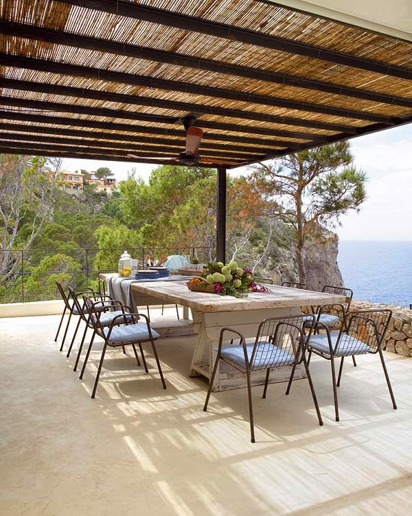 rustic dinning outdoors