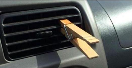 Il fixe toujours une pince à linge sur la grille d'aération de sa voiture. La raison ? Incroyable !