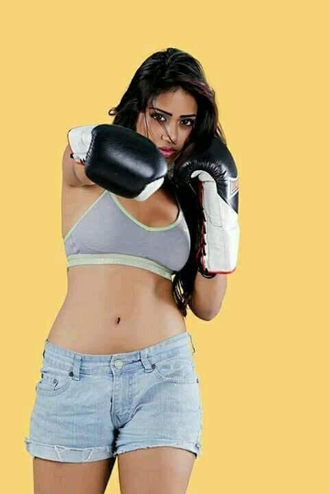 Nivetha Pethuraj Rashi Khanna Hot Boobs