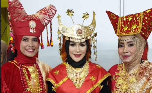 Pakaian Adat Provinsi Sumatera Barat - Bundo Kanduang