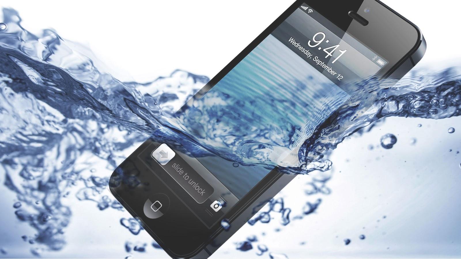 كيف تنقذ هاتفك المبتل من التلف ؟ IPhone-5-Water-Test