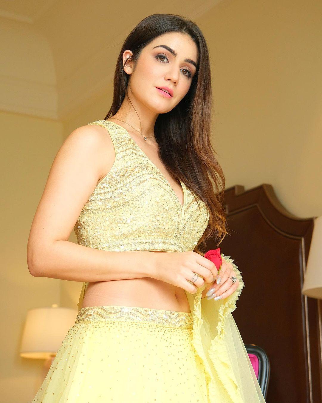 Amy Aela - Beautiful Indian Model Wallpapers DP