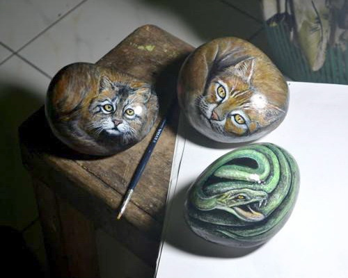 Tinuku.com Purba Art Stone studio use river blondos stone as canvas into magic rock painting art