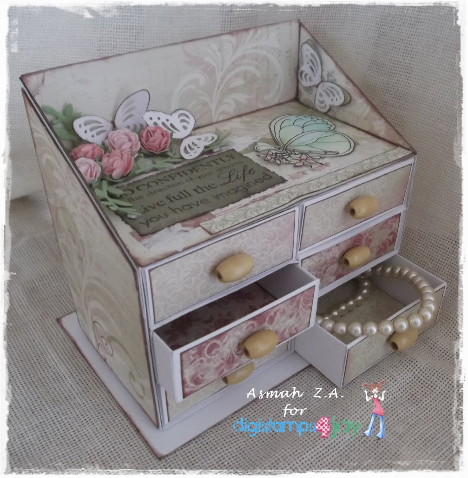 as Top 3 winner for this dresser (6 November 2013):