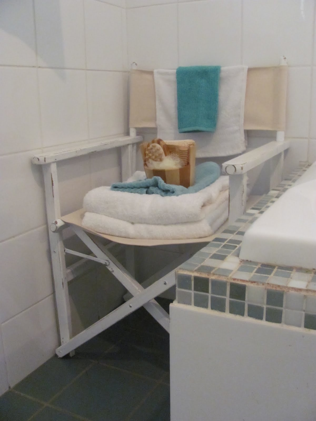 beach chair bathroom accessories vivere hanging seaside style decorating with directors chairs