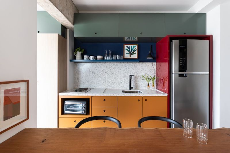 Separar habitaciones con muebles en lugar de con paredes: comedor abierto