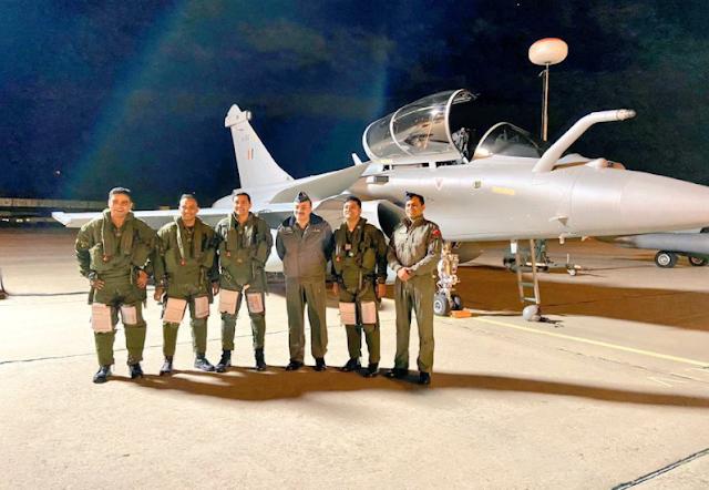 वायुसेना की ताकत में इजाफा : फ्रांस से 7364 किमी. का सफर कर भारत पहुंचे 3 राफेल, 3 बार मिड एयर री-फ्यूलिंग हुई l