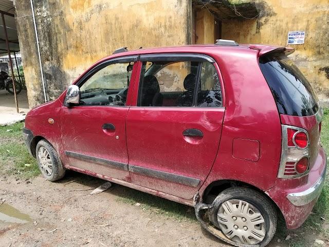 पांच कार्टन नेपाली देसी शराब के साथ कार जब्त