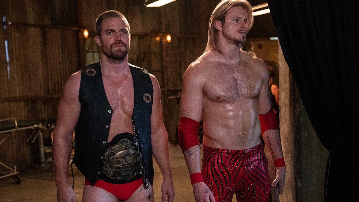 Stephen Amell e Alexander Ludwig protagonizarão série sobre pro-wrestling