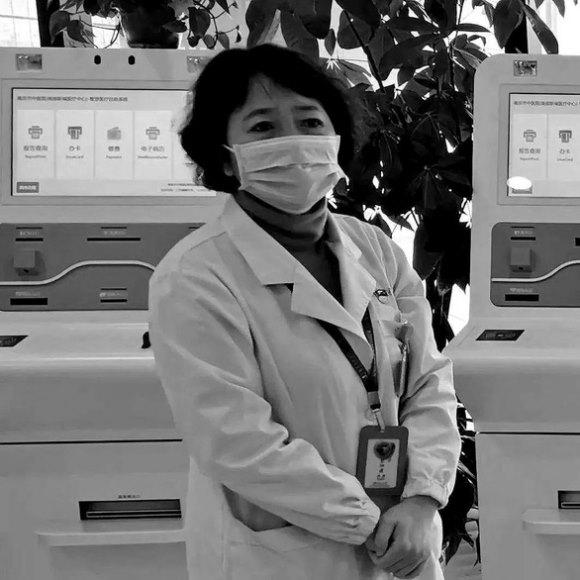 Nữ bác sĩ qua đời vì kiệt sức sau 18 ngày làm việc không ngừng nghỉ