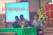 Deky kayame M. Tr. IP; kontribusi materi dasar-dasar kepemimpinan pada seminar sehari di Komisi pemuda jemaat duta kasih Jayapura
