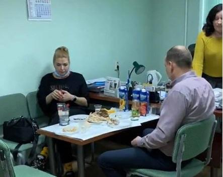 У розпал епідемії коронавірусу васильківські чиновники влаштували банкет на робочому місці