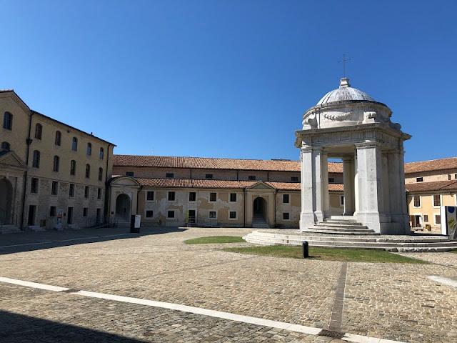 MOLE-ANCONA-CORTILE-INTERNO