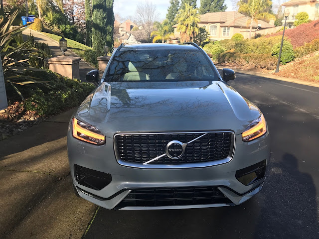 Front view of 2020 Volvo XC90 T6 R-Design