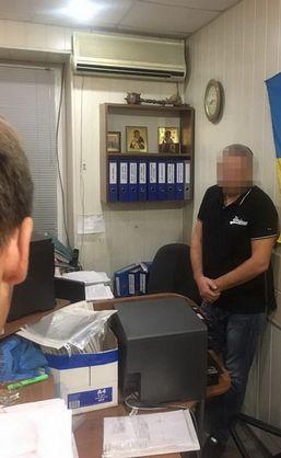 У Запоріжжі СБУ викрила майора Нацполіції на хабарі за надання ліцензій на зберігання і носіння зброї