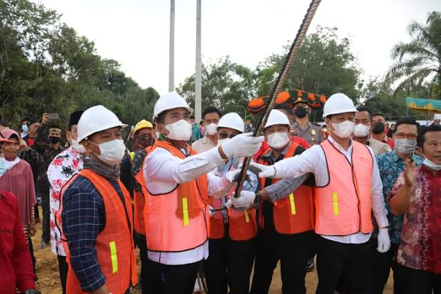 Bupati Pelalawan Resmikan  Pembangunan Jembatan Desa Tambak Dengan Desa Sotol