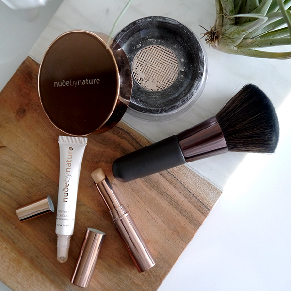 Nude By Nature Perfecting Concealer, Flawless Concealer, Translucent Loose Finishing Powder, mineral powder foundation brush