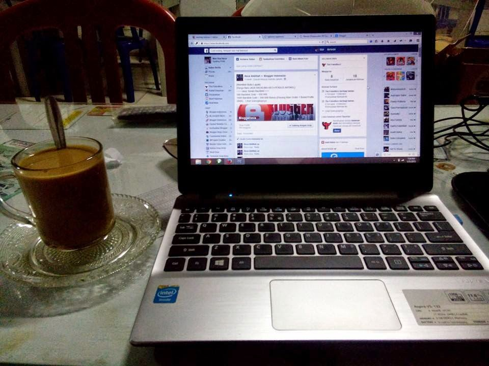 Si Cangkir Kopi Dengan Si Laptop The Friendkerz