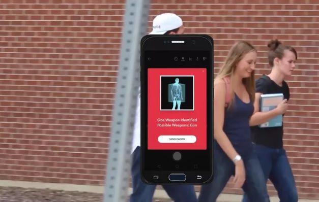 Каліфорнійський стартап створив чохол, який перетворює iPhone на детектор зброї