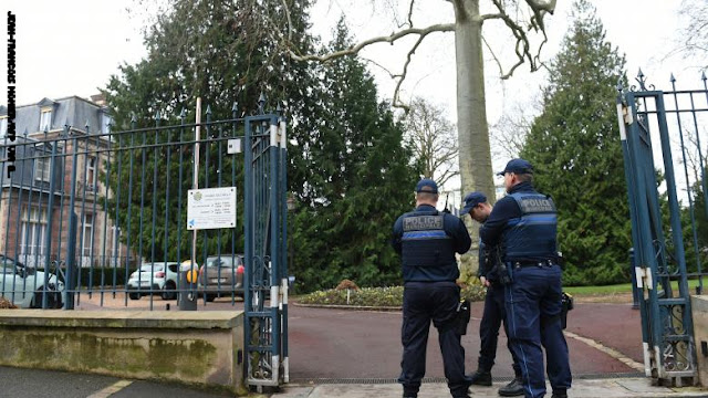 مقتل شخص وإصابة اثنين في حادثة طعن جنوبي باريس