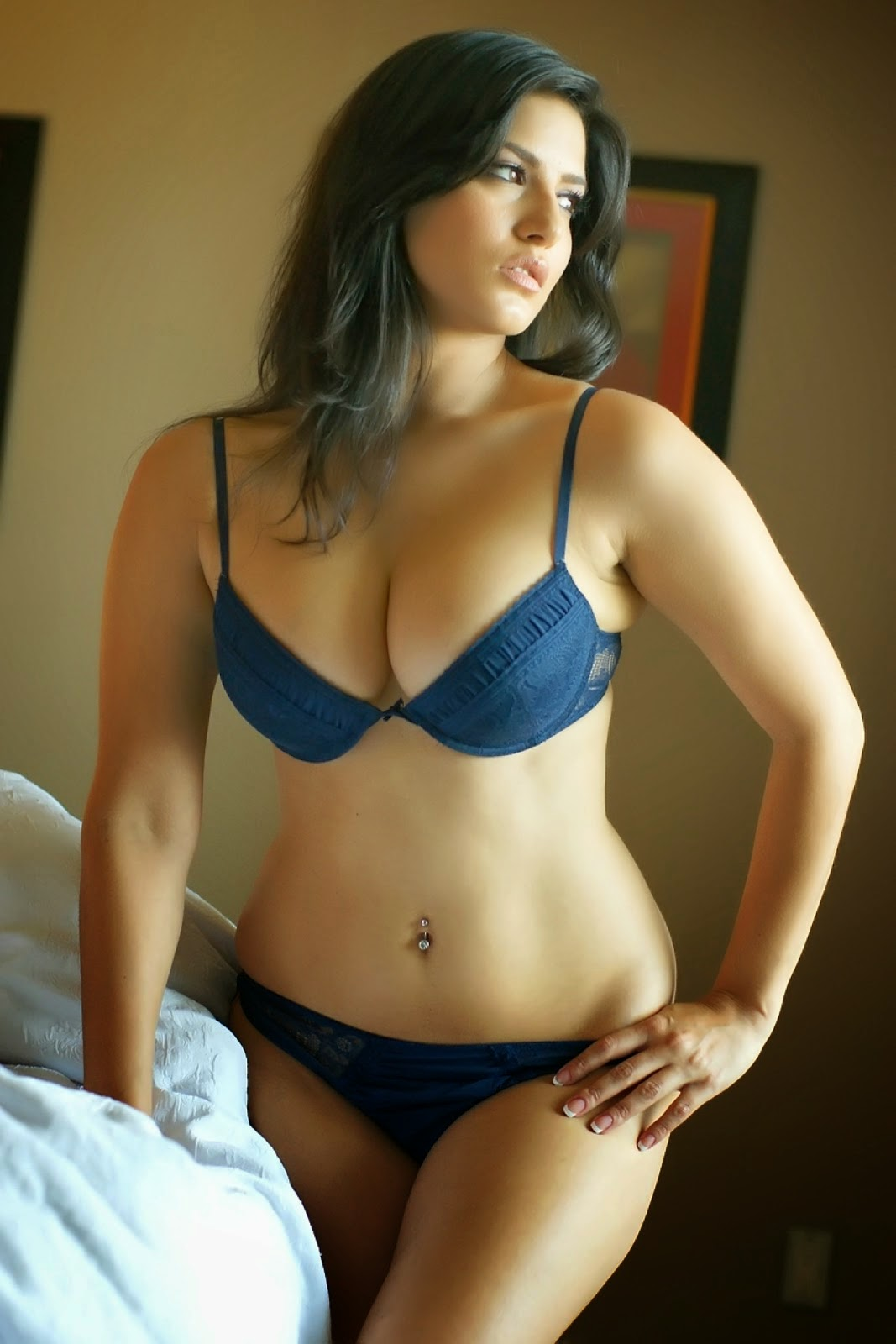 Sunny Leone Ka English Blue Picture