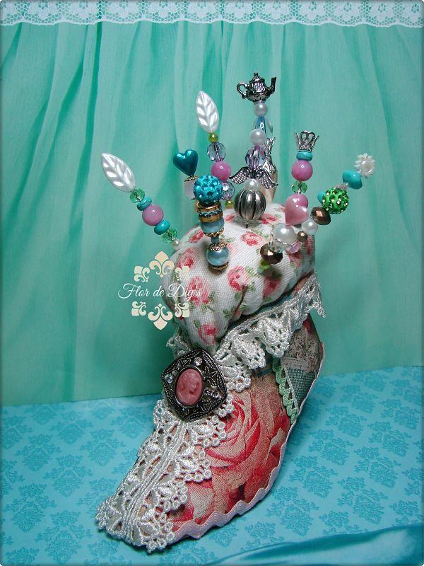 acerico-con-alfileres-decorativos-flor-de-diys