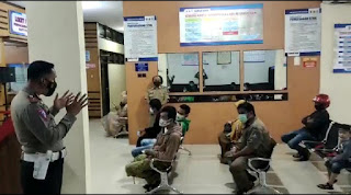 Kanit Regident Polres Bone Pimpin Sosialisasi Vaksin dan Beri Himbauan Kepada Pemohon wajib Pajak