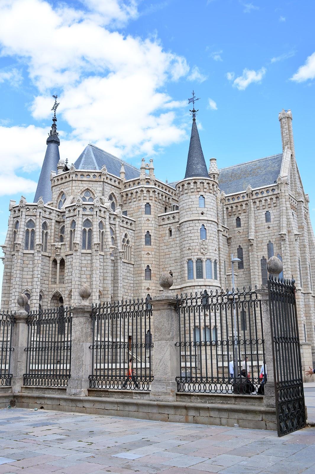 episcopal palace gaudi astorga neo-gothic architecture
