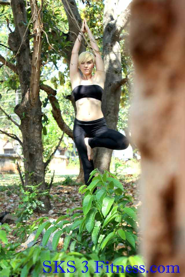 Yoga girl doing Tree Pose yoga vrikshasana benefits