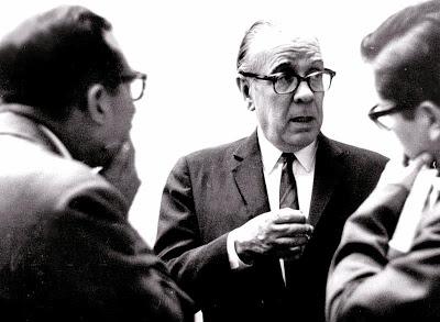 Manuel Jesús Orbegozo entrevista a Jorge Luis Borges en Lima, 1965, Foto borgestodoelanio.blogspot.com