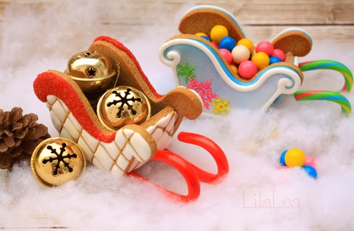 Decorated 3D gingerbread sleighs