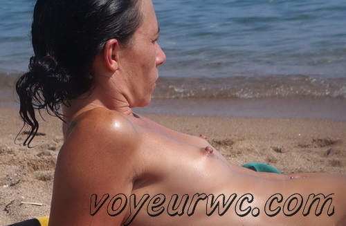 Peeping at the naked girls on the beaches (Beach Jerk 99-105)