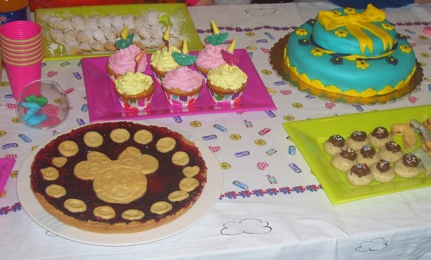 Apprendista Mamma Decorare Una Torta Di Compleanno Per